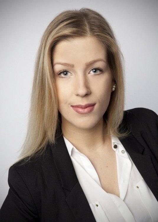 Model Karolina aus Köln Haarfarbe: blond (mittel)