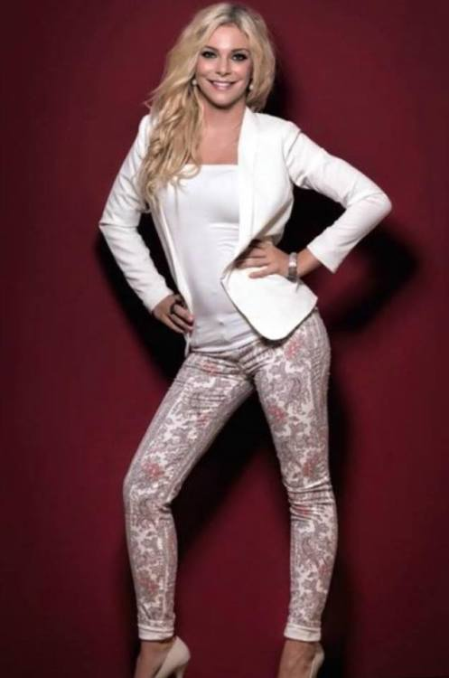 Sophia aus Marburg Haarfarbe: blond (hell), Augenfarbe: blau, Gr��e: 170, Deutsch: 0, Englisch: , Franz�sisch: , Spanisch: