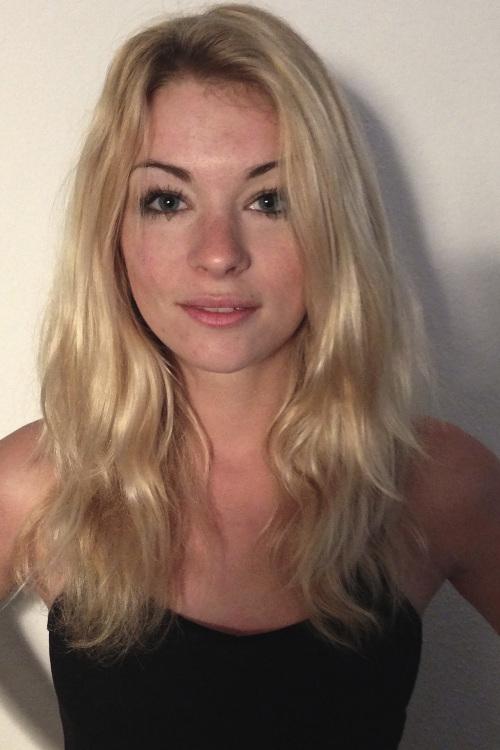 Ivonne aus Wiesbaden Haarfarbe: blond (mittel), Augenfarbe: blau, Gr��e: 170, Deutsch: 0, Englisch: , Franz�sisch: , Spanisch: