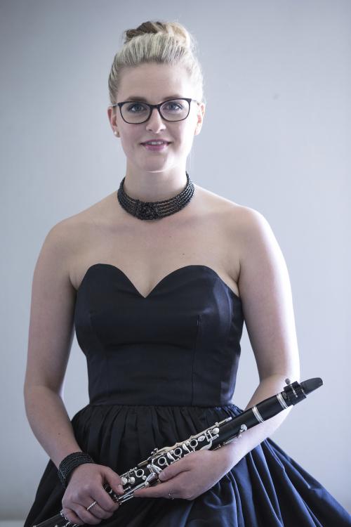 Klara lucia aus M�nchen Haarfarbe: blond (hell), Augenfarbe: blau-gr�n, Gr��e: 170, Deutsch: 0, Englisch: , Franz�sisch: , Spanisch: