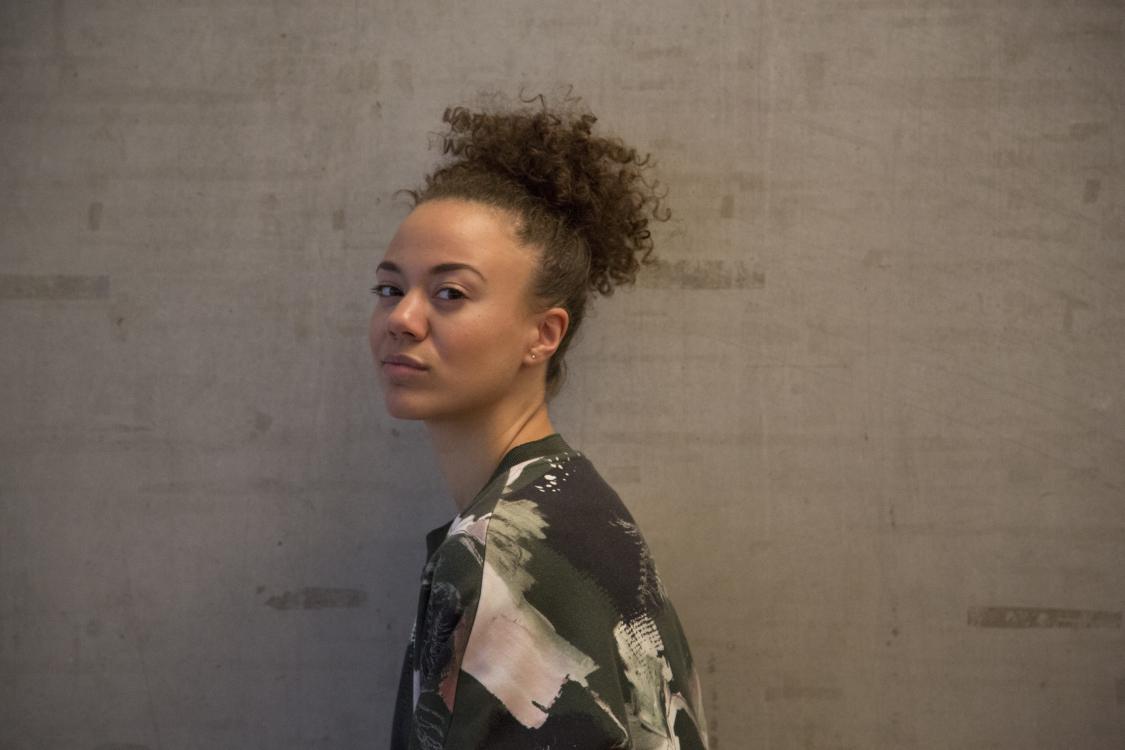 Monique aus Berlin Haarfarbe: braun (mittel), Augenfarbe: braun, Gr��e: 174, Deutsch: 0, Englisch: , Franz�sisch: , Spanisch: