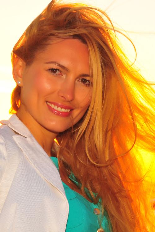 hostess Nadiya, Studium: BWL und Finanzen