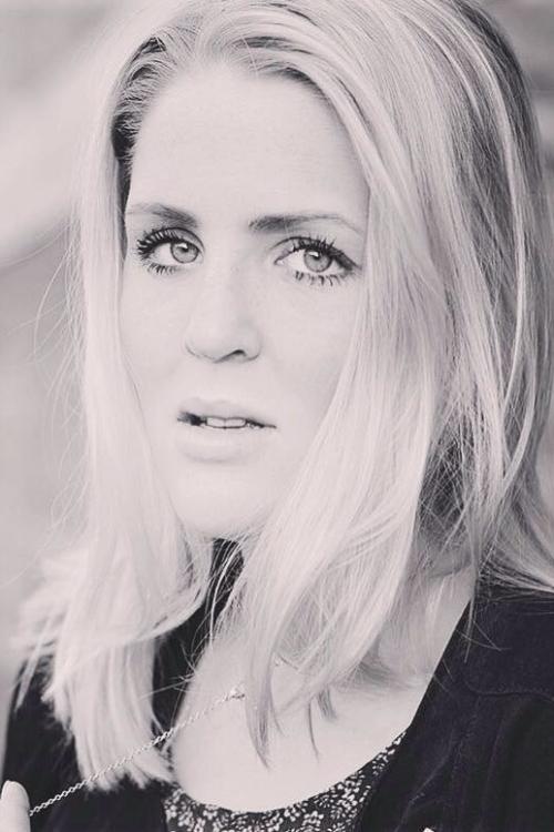 Lisa aus Hamburg  Haarfarbe: blond (hell), Augenfarbe: blau-grün, Größe: 180, Deutsch: 0, Englisch: , Französisch: , Spanisch: