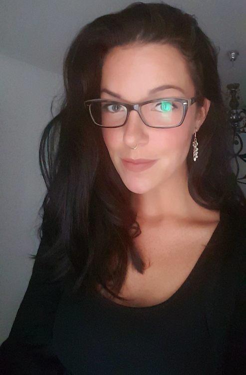 Model Mandy aus Berlin Haarfarbe: braun (dunkel)