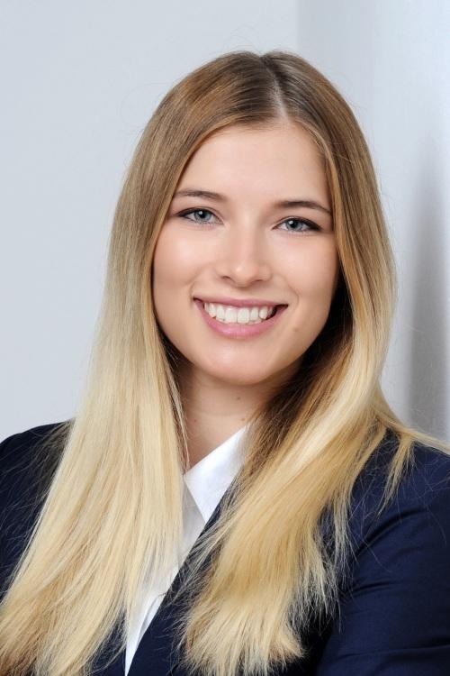 Judith aus M�nchen Haarfarbe: blond (mittel), Augenfarbe: blau-gr�n, Gr��e: 170, Deutsch: 0, Englisch: , Franz�sisch: , Spanisch: