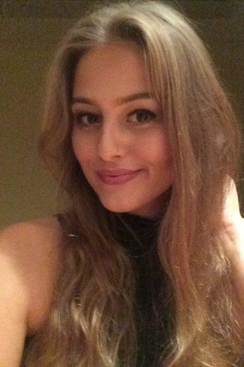 Janin aus Köln Haarfarbe: blond (dunkel), Augenfarbe: braun, Größe: 168, Deutsch: 0, Englisch: , Französisch: , Spanisch: