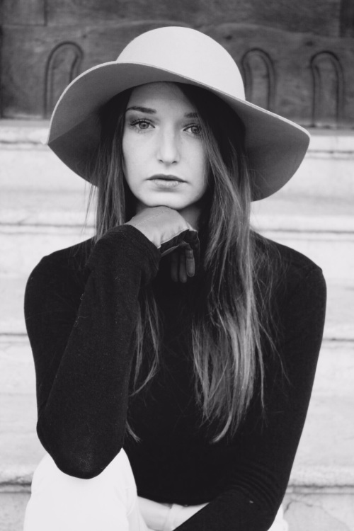 Model Victoria aus Frankfurt Haarfarbe: braun (mittel)