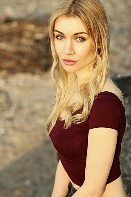 Sonja aus Köln Haarfarbe: blond (mittel), Augenfarbe: blau-grün, Größe: 168, Deutsch: 0, Englisch: , Französisch: , Spanisch: