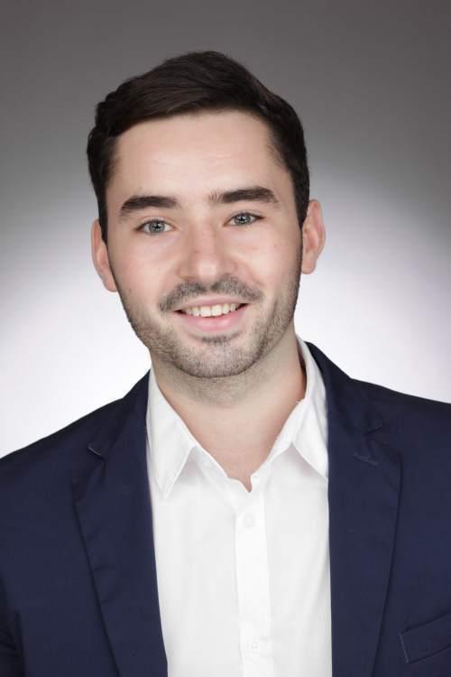 Michael aus Köln Haarfarbe: braun (dunkel), Augenfarbe: grün, Größe: 180, Deutsch: 0, Englisch: , Französisch: , Spanisch:
