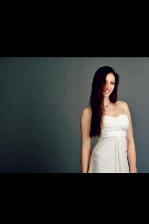 Clara  aus Frankfurt Haarfarbe: braun (mittel), Augenfarbe: blau-grün, Größe: 171, Deutsch: 0, Englisch: , Französisch: , Spanisch: