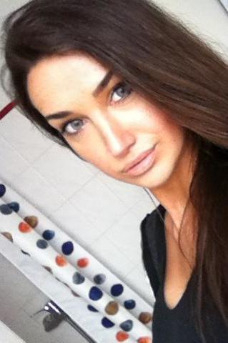 Alexandra aus Hamburg Haarfarbe: braun (dunkel), Augenfarbe: blau-grau, Größe: 168, Deutsch: 0, Englisch: , Französisch: , Spanisch: