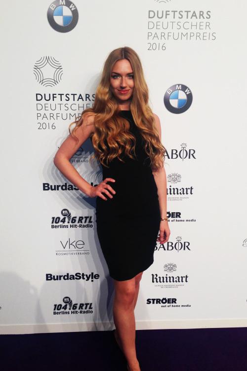 Else aus Berlin Haarfarbe: blond (mittel), Augenfarbe: blau-gr�n, Gr��e: 171, Deutsch: 0, Englisch: , Franz�sisch: , Spanisch: