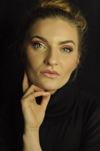 Tess aus Frankfurt Haarfarbe: blond (mittel), Augenfarbe: grün, Größe: 174