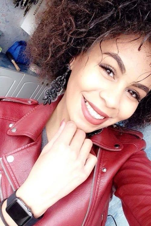 hostess Edosa, Studium: Biologie und Chemie Studentin