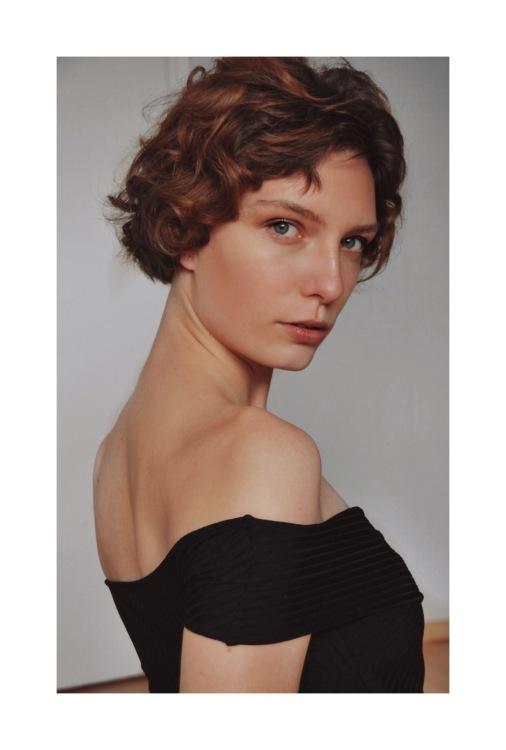 Lara aus München Haarfarbe: braun (hell), Augenfarbe: blau-grün, Größe: 178, Deutsch: 0, Englisch: , Französisch: , Spanisch: