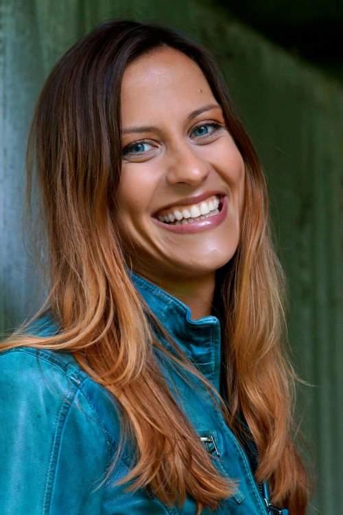 Katrin aus München Haarfarbe: braun (hell), Augenfarbe: blau, Größe: 168, Deutsch: 0, Englisch: , Französisch: , Spanisch: