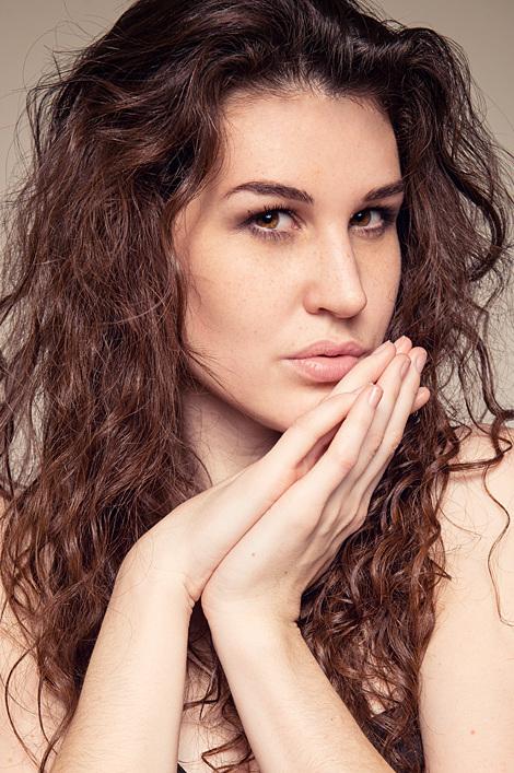 Sabrina aus Stuttgart Haarfarbe: braun (dunkel), Augenfarbe: braun-grün, Größe: 174, Deutsch: 0, Englisch: , Französisch: , Spanisch: