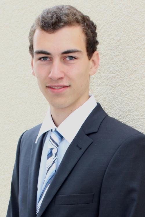 Thomas aus Darmstadt Haarfarbe: braun (dunkel), Augenfarbe: grün-grau, Größe: 193