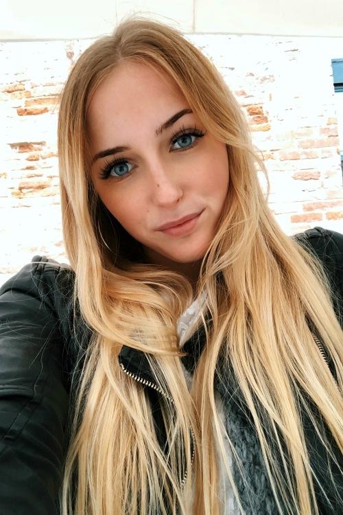 Fabienne aus Dortmund Haarfarbe: blond (mittel), Augenfarbe: blau, Größe: 167, Deutsch: 0, Englisch: , Französisch: , Spanisch: