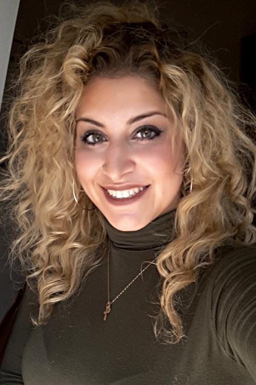 Alina aus Köln Haarfarbe: blond (mittel), Augenfarbe: grün, Größe: 164, Deutsch: 0, Englisch: , Französisch: , Spanisch: