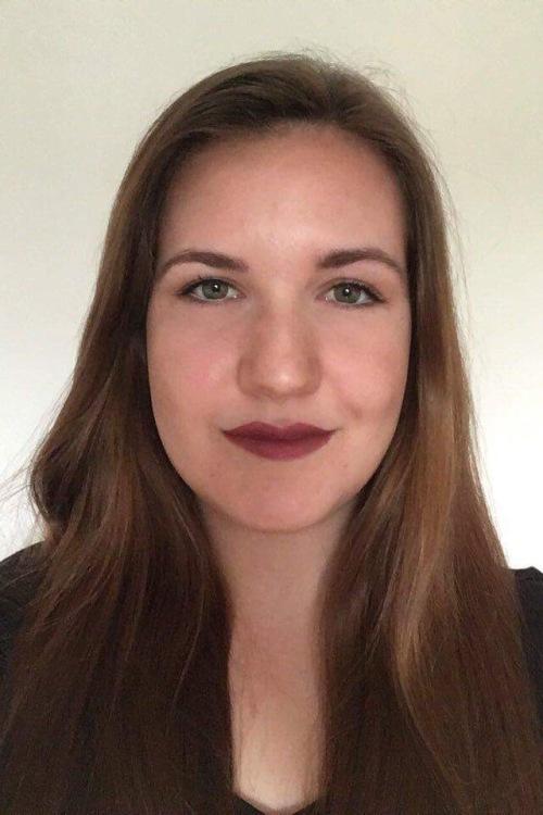 Bianca aus Köln Haarfarbe: braun (mittel), Augenfarbe: grün, Größe: 163