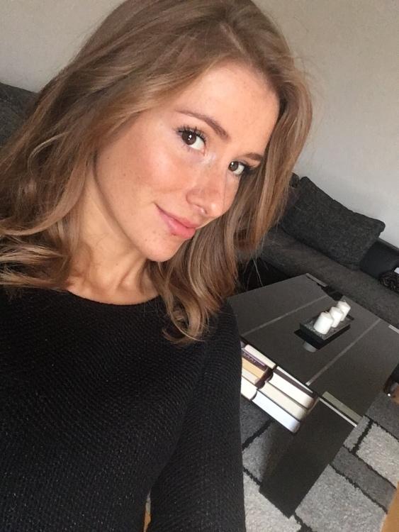 hostess Mirjana, Studium: