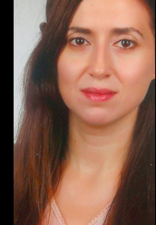 Mehtap aus Nürnberg Haarfarbe: braun (mittel), Augenfarbe: braun-grün, Größe: 165, Deutsch: 0, Englisch: , Französisch: , Spanisch: