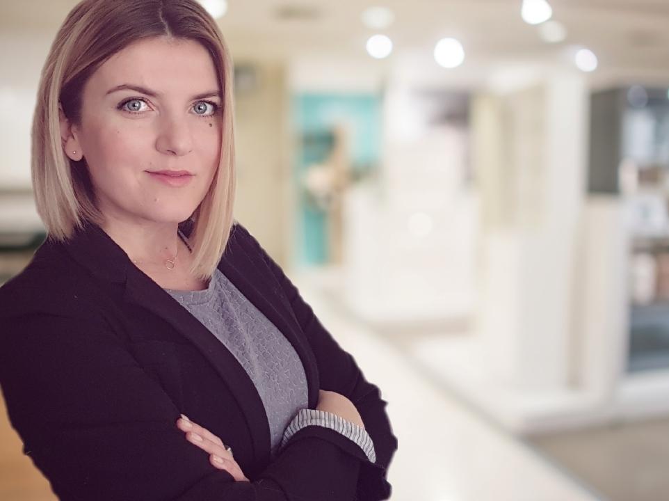 Hostess Renate aus Nürnberg, Konfektion 40, Studium BWL Bachelor of Arts