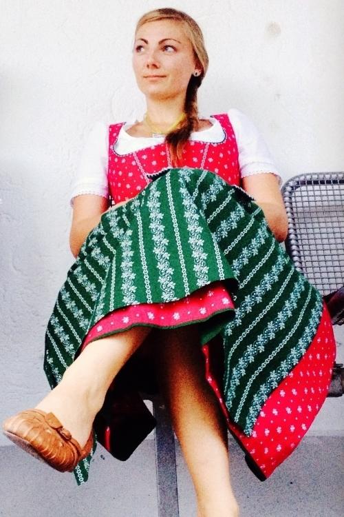 Kristina aus Augsburg Haarfarbe: braun (hell), Augenfarbe: blau, Größe: 160, Deutsch: 0, Englisch: , Französisch: , Spanisch: