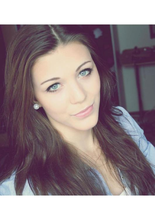 Darina aus Berlin Haarfarbe: braun (dunkel), Augenfarbe: blau-grün, Größe: 161, Deutsch: 0, Englisch: , Französisch: , Spanisch: