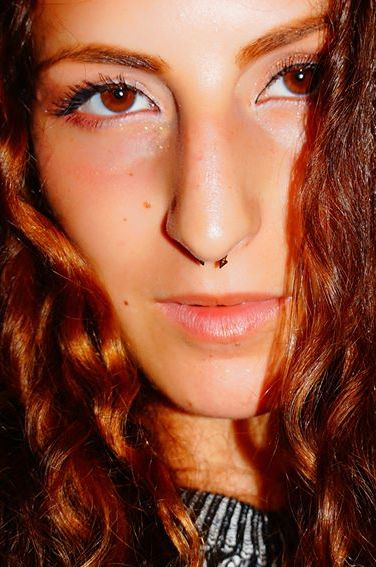 Amanda aus Berlin Haarfarbe: rot (braun), Augenfarbe: braun, Größe: 167, Deutsch: 0, Englisch: , Französisch: , Spanisch: