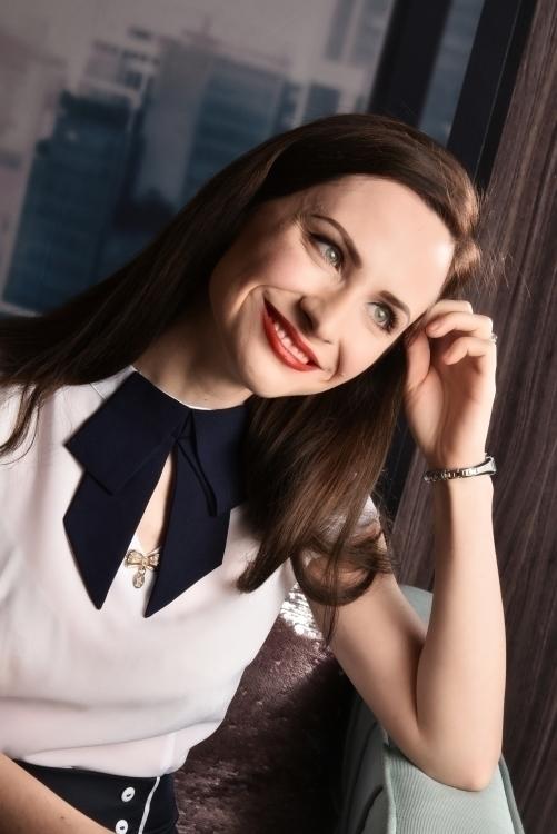 Olga  aus Weferlingen Haarfarbe: braun (mittel), Augenfarbe: grün-grau, Größe: 166, Deutsch: 0, Englisch: , Französisch: , Spanisch: