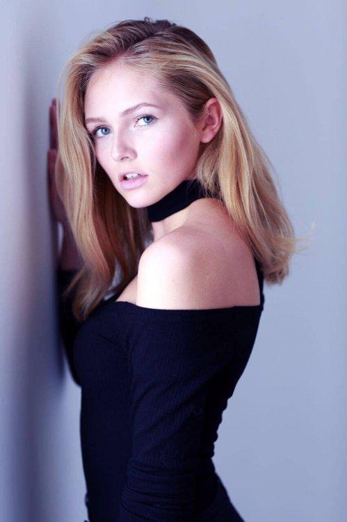 Lisa aus Marburg Haarfarbe: blond (mittel), Augenfarbe: blau-grau, Gr��e: 174, Deutsch: 0, Englisch: , Franz�sisch: , Spanisch: