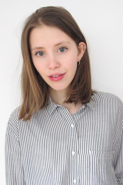 Nora aus Darmstadt Haarfarbe: blond (dunkel), Augenfarbe: blau-grau, Gr��e: 179, Deutsch: 0, Englisch: , Franz�sisch: , Spanisch: