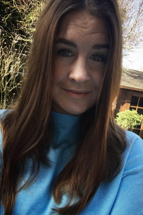 Judith aus Ratingen Haarfarbe: braun (mittel), Augenfarbe: grün, Größe: 173, Deutsch: 0, Englisch: , Französisch: , Spanisch: