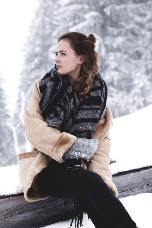 Julia aus Kaufering Haarfarbe: braun (hell), Augenfarbe: braun, Gr��e: 170, Deutsch: 0, Englisch: , Franz�sisch: , Spanisch: