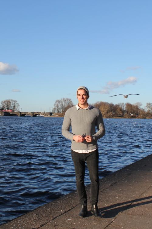 Hannes aus Hamburg Haarfarbe: braun (mittel), Augenfarbe: braun-grün, Größe: 188, Deutsch: 0, Englisch: , Französisch: , Spanisch:
