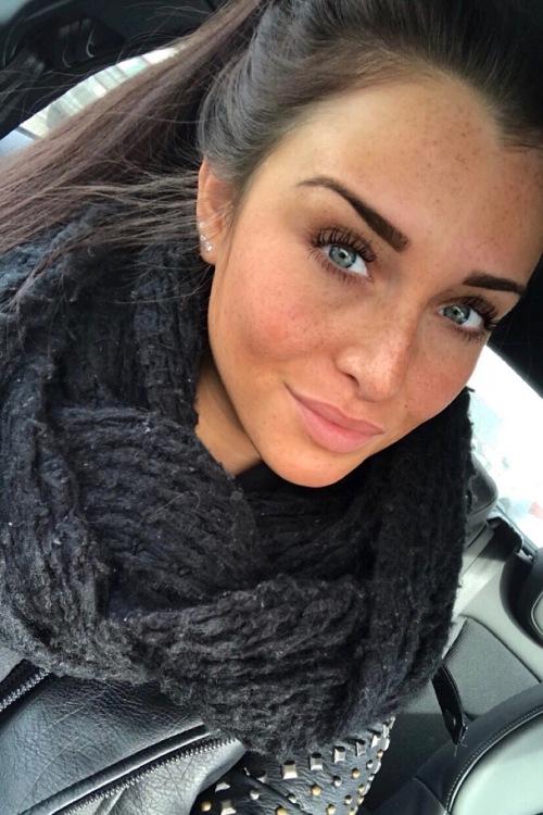 Lisa-Maria aus Hennef Haarfarbe: braun (mittel), Augenfarbe: blau-grün, Größe: 170, Deutsch: 0, Englisch: , Französisch: , Spanisch: