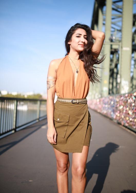 Hostess Nina aus Köln, Konfektion 34, Studium Jura