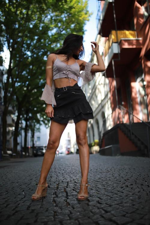Hostess Nina aus Köln, Nationalität Assyrisch, Haarfarbe braun (dunkel)