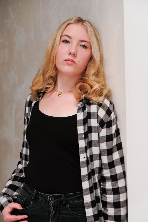 Mareike aus Blankenheim  Haarfarbe: blond (mittel), Augenfarbe: blau-grün, Größe: 167, Deutsch: 0, Englisch: , Französisch: , Spanisch: