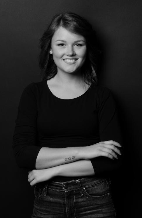 Antonia aus Icking OT Dorfen Haarfarbe: braun (hell), Augenfarbe: blau-grau, Größe: 161, Deutsch: 0, Englisch: , Französisch: , Spanisch: