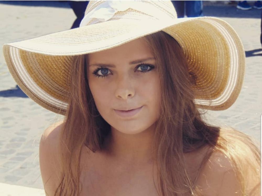Franziska aus Bammental Haarfarbe: blond (dunkel), Augenfarbe: blau, Größe: 169, Deutsch: 0, Englisch: , Französisch: , Spanisch: