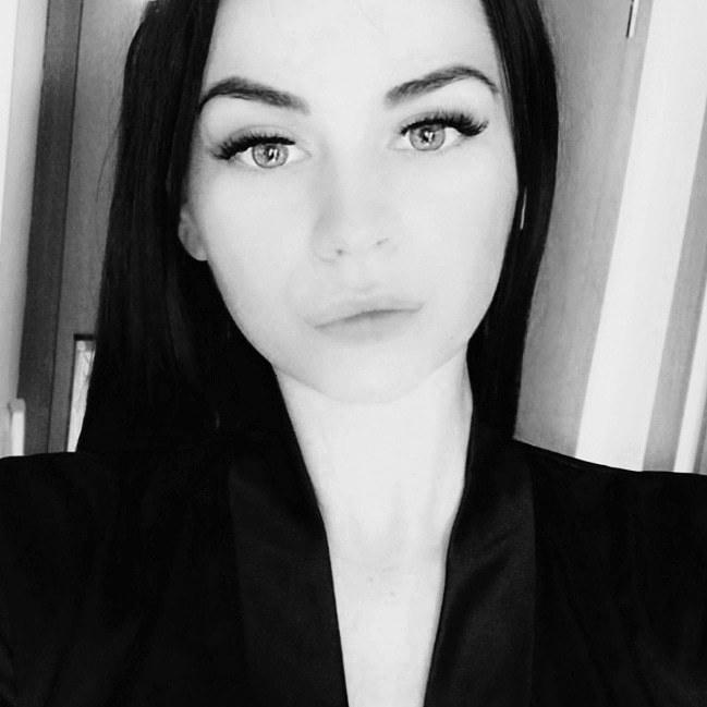 Model Mareike  aus Bonn Haarfarbe: schwarz
