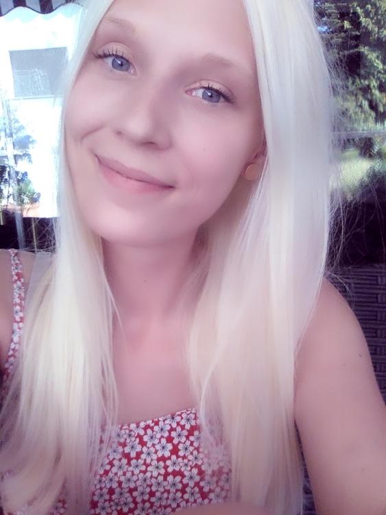 Julia aus Kleve Haarfarbe: blond (hell), Augenfarbe: blau, Größe: 161, Deutsch: 0, Englisch: , Französisch: , Spanisch: