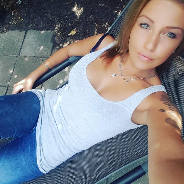 Krisina  aus Hamburg / niederlande Haarfarbe: braun (mittel), Augenfarbe: blau-grau, Gr��e: 173, Deutsch: 0, Englisch: , Franz�sisch: , Spanisch: