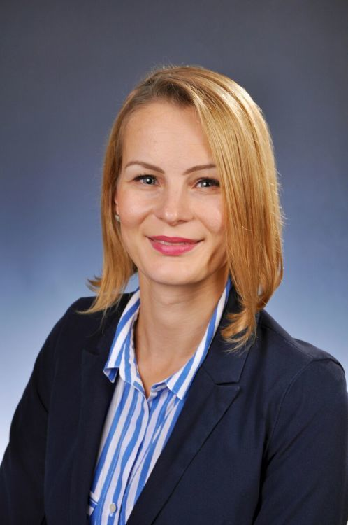 Hostess Julia aus Berlin, Konfektion 34, Studium Bachelor Literatur und Englisch