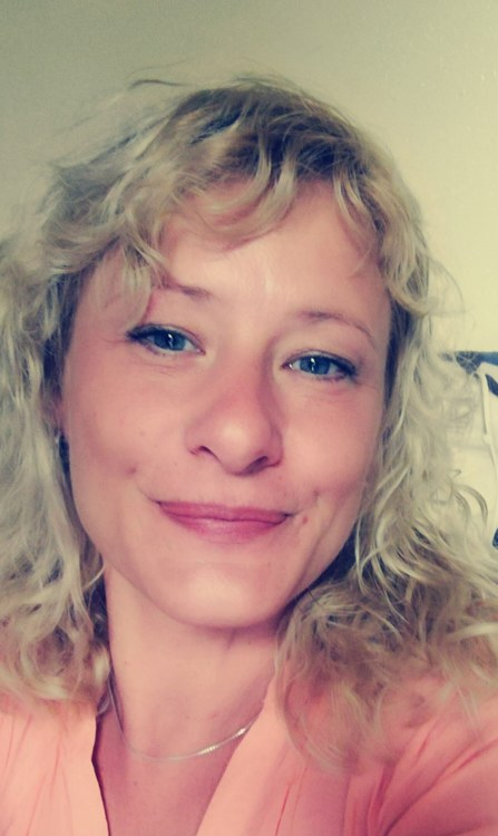 Hostess Yvonne aus Berlin, Nationalität Deutsch, Haarfarbe blond (hell)
