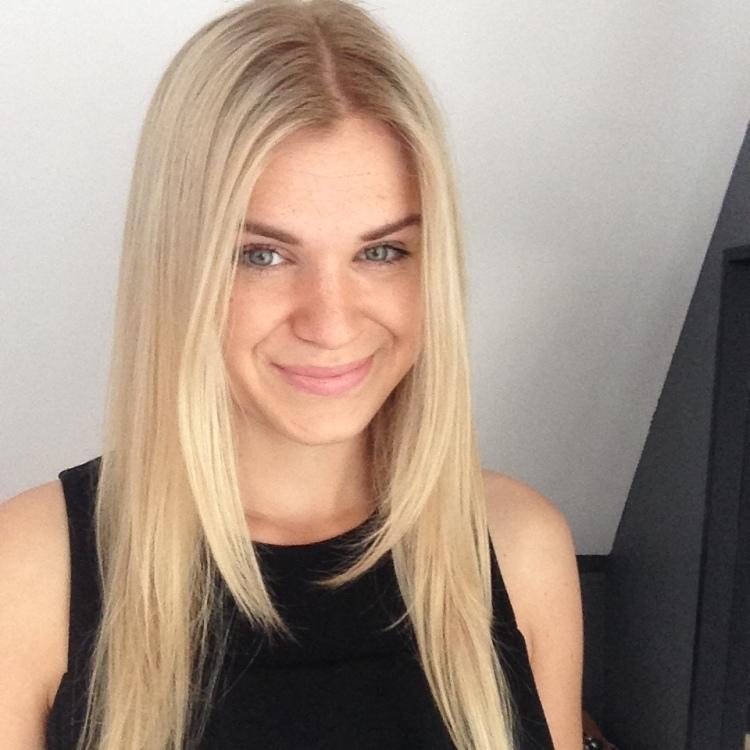 Model Olga aus Cottbus Haarfarbe: blond (hell)