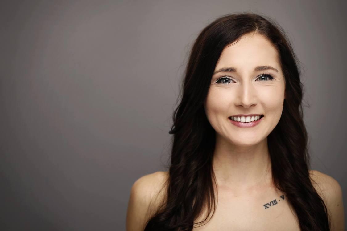 Petra aus Saaldorf-Surheim Haarfarbe: braun (mittel), Augenfarbe: blau-gr�n, Gr��e: 173, Deutsch: 0, Englisch: , Franz�sisch: , Spanisch:
